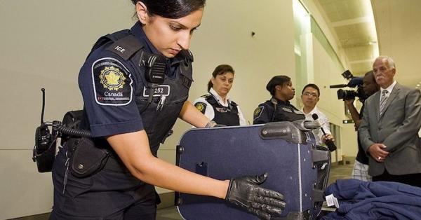 【问答】加拿大移民部出入境政策20则